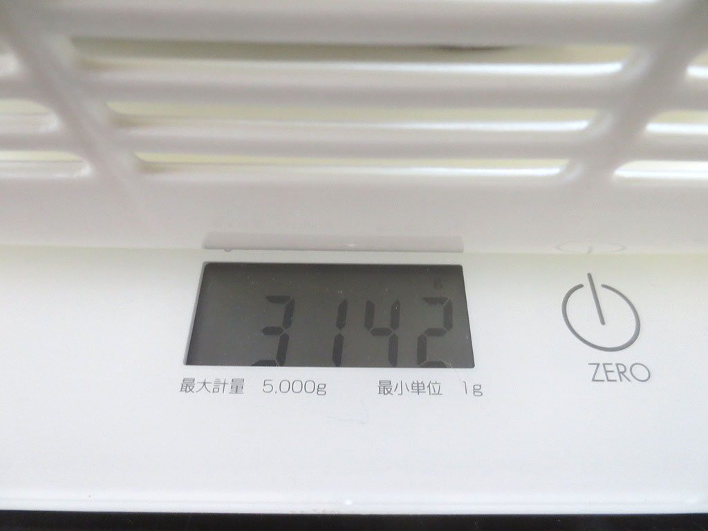ロシ子の体重、3,142gです。
