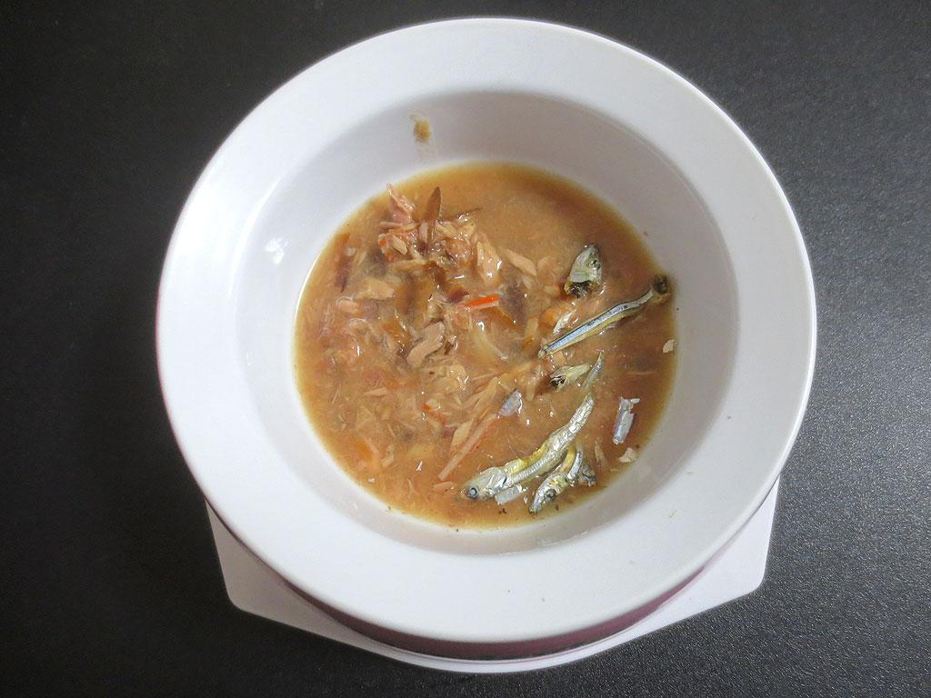 まぐろスープにきびなごを。