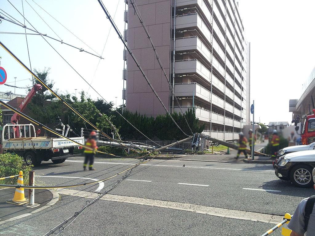 阪神青木駅付近の事故。