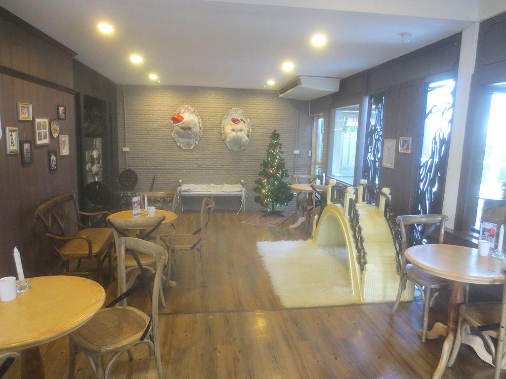 バンコクの猫カフェの別室。