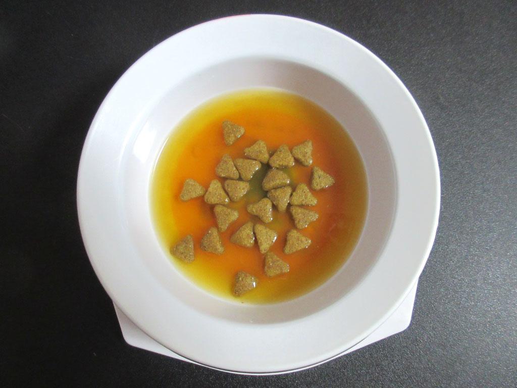 ピュアスープ 2種の魚介のコンソメ風。