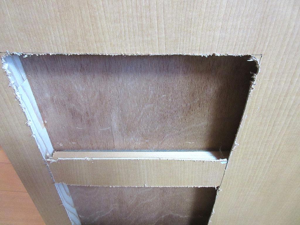 板がかましてあった。