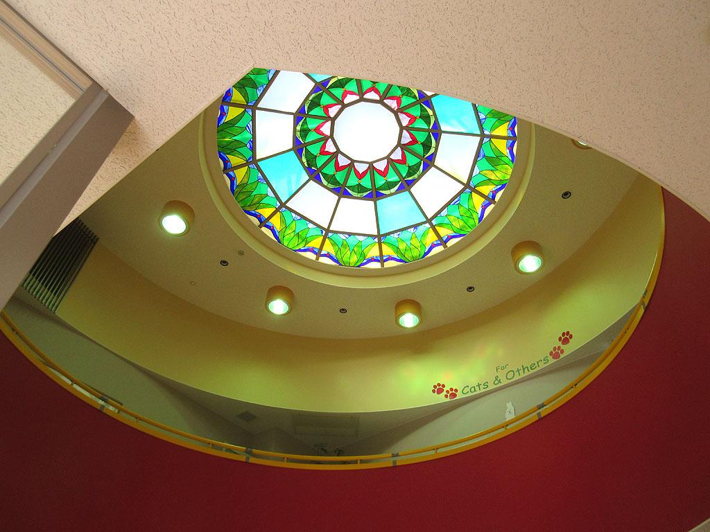 ステンドグラスの天井。