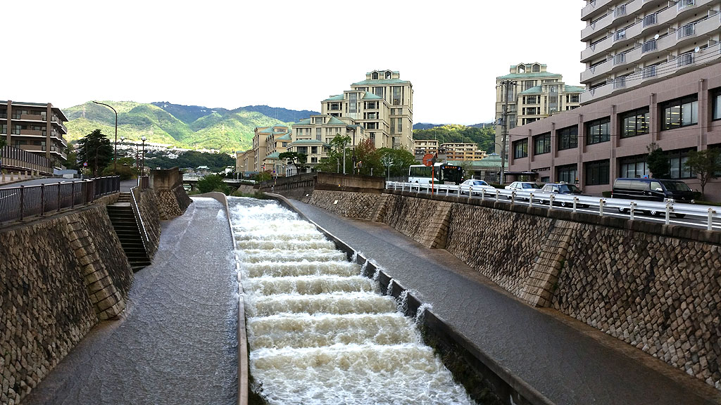 住吉川がプチ氾濫。