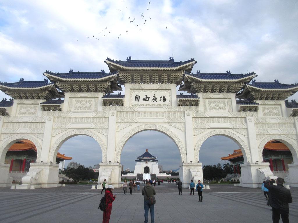 自由広場門。