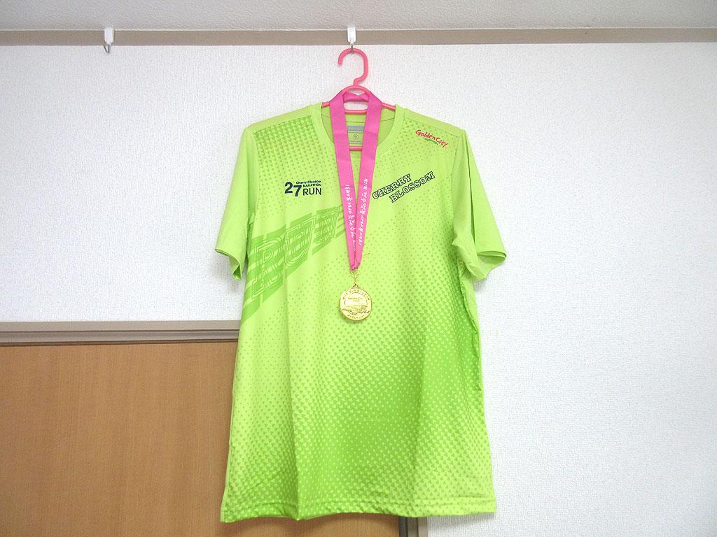 参加賞のTシャツとメダル。