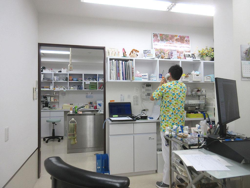 診察室と院長先生。
