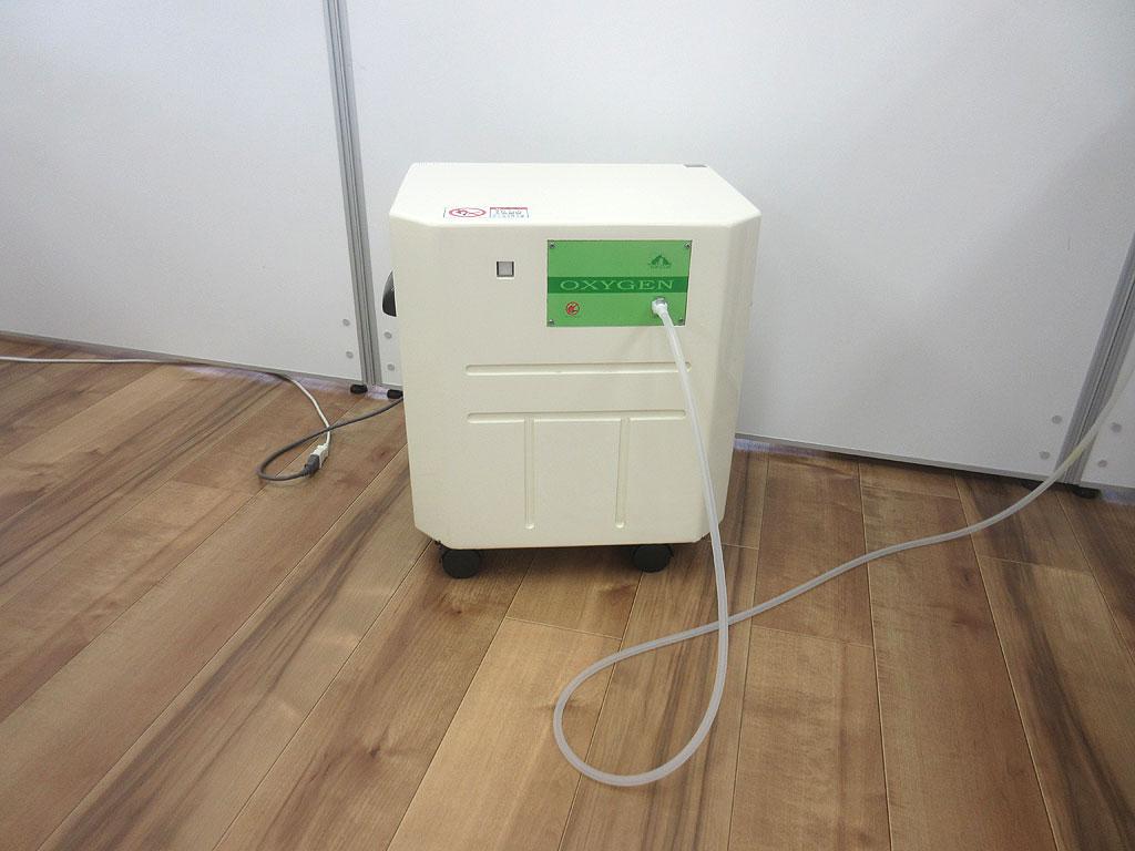 酸素濃縮器。