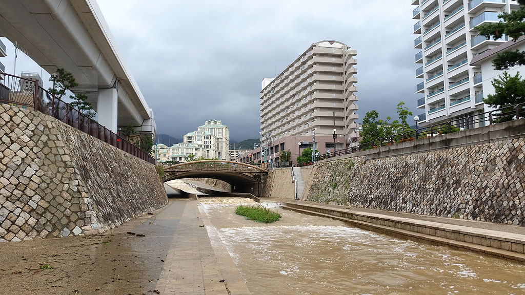 台風20号の余波の住吉川①
