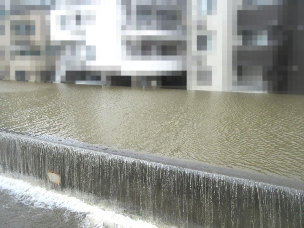 川が氾濫。