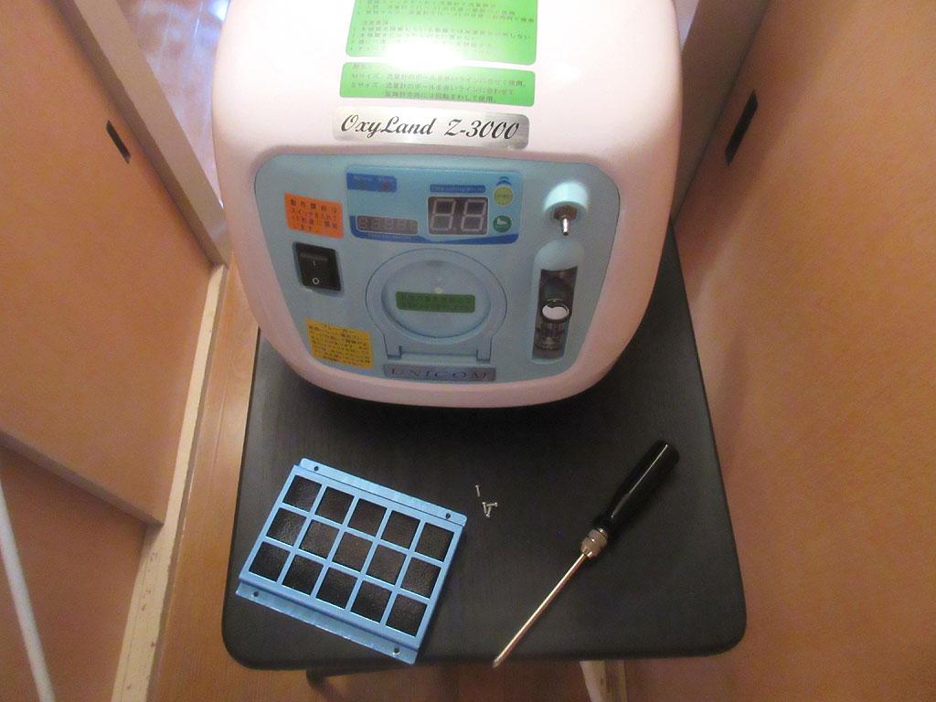 掃除中の酸素濃縮器。