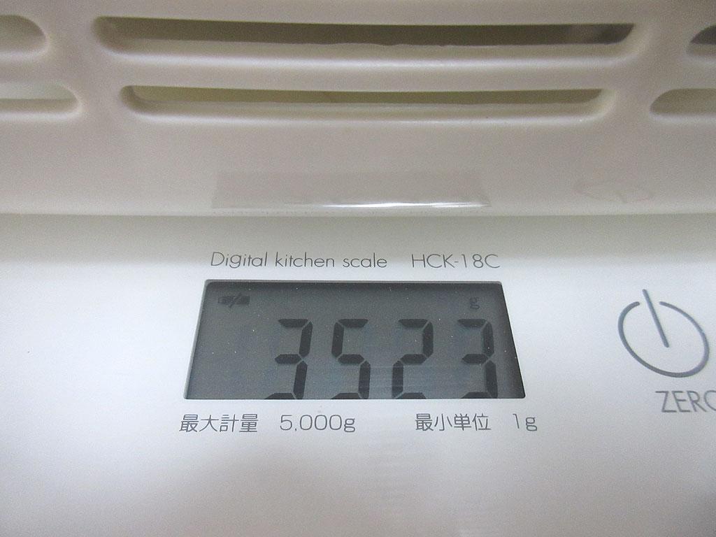 ロシ子の体重は3,523g。