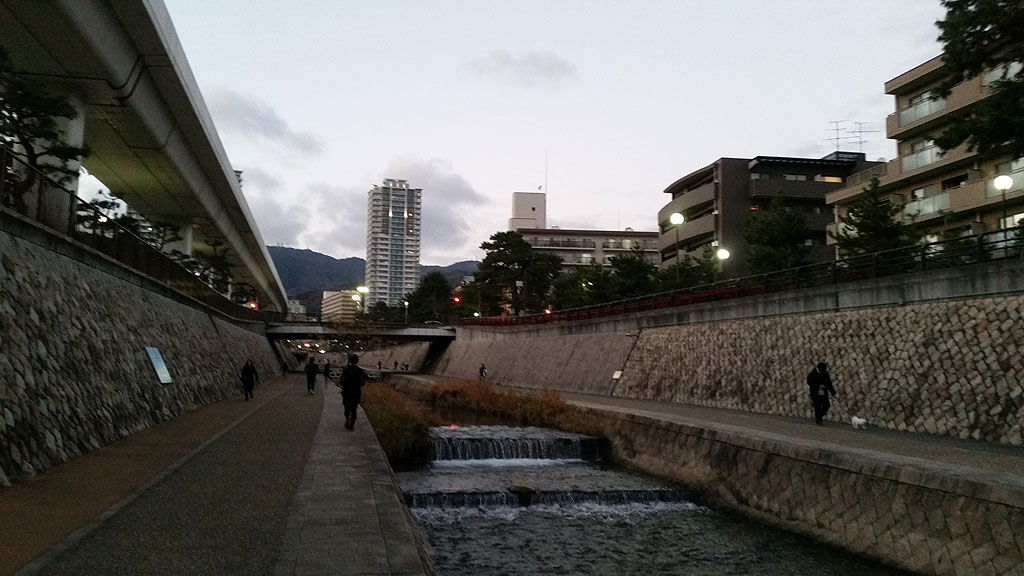 大晦日の午後5時過ぎの住吉川。